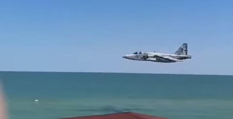 Картинки по запросу Су-25 на днях летал на предельно низкой высоте над побережьем Азовского моря фото